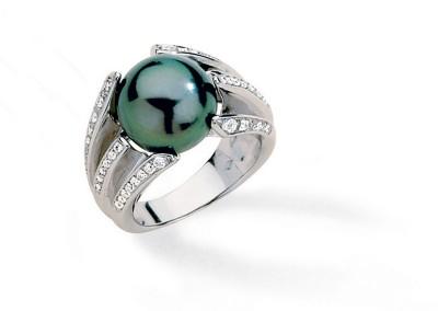 Bijouterie Azurite Bergerac. Bague en perle de Tahiti, diamants, et or gris