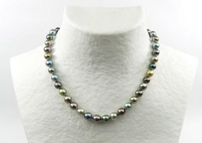 Bijouterie Azurite Bergerac. Collier en perles de Tahiti, fermoir or gris