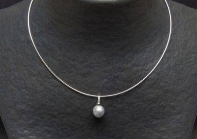 Pendentif-perle-de-culture-et-diamants.-Tour-de-cou-reversible-or-jaune-or-blanc003_Bijouterie-Azurite-Bergerac